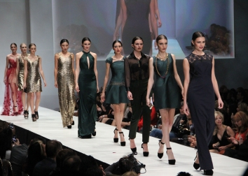 Horizontal runway of models