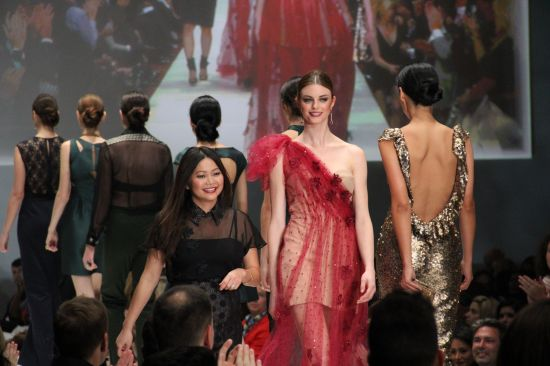 Chloe Dao with models
