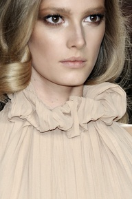 Ruffled Collar - Nude