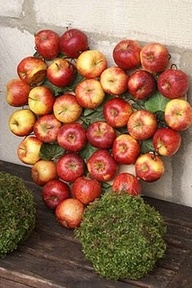 V Wreath - Red Apples