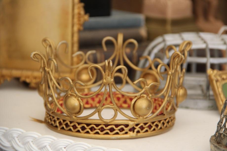 Petite Gold Crown