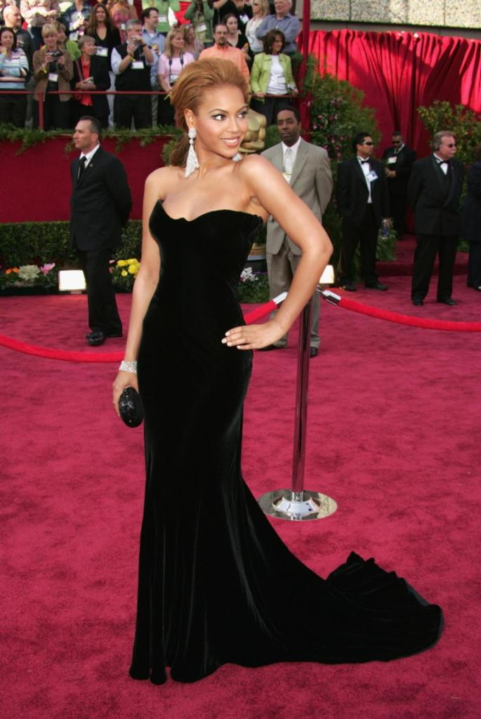 Beyonce 2005 - Atelier Versace
